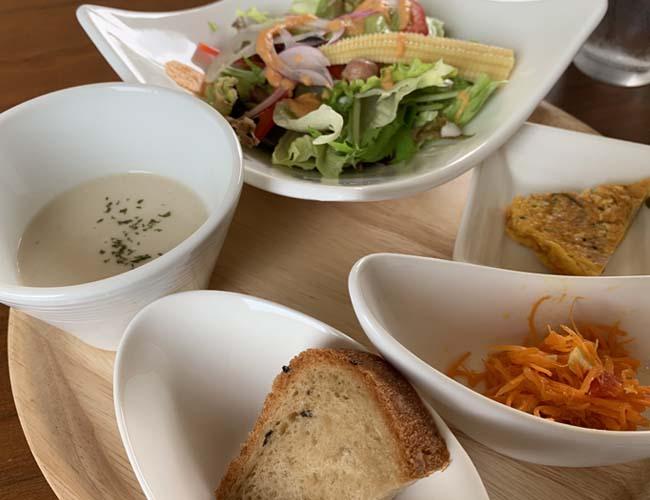 はすの香カフェ 冷静スープ、サラダ、惣菜