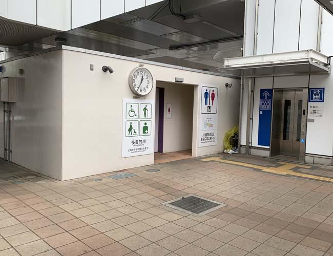 川越駅西口ロータリーの公衆トイレ