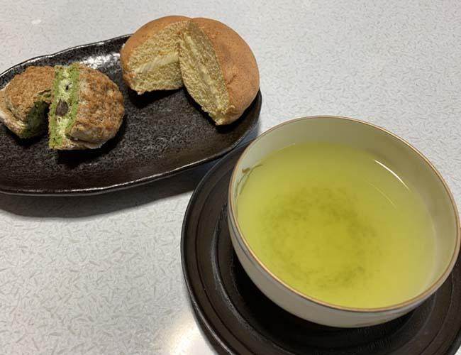 かにやのお菓子と狭山茶