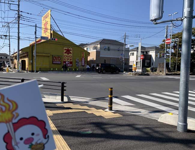 鶴瀬駅入口の交差点
