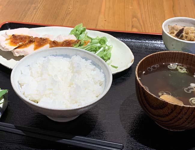 蒸し鶏花椒ソース(よだれ鶏)定食
