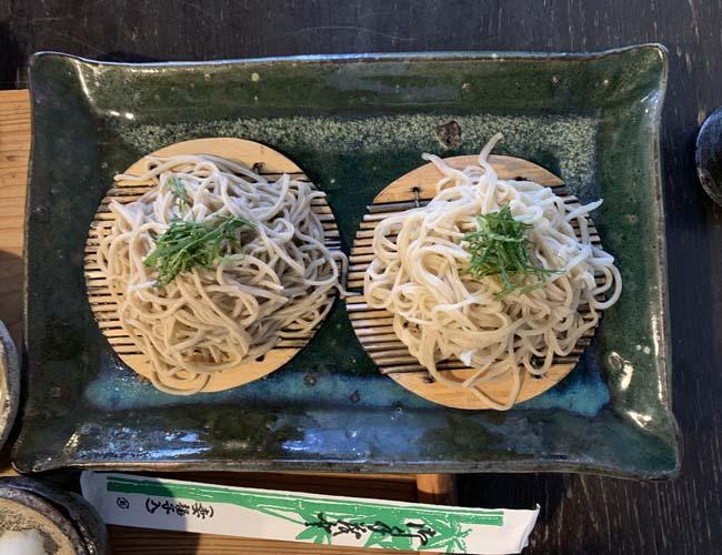 海老と野菜の天ぷら付き十割蕎麦と二八蕎麦の二色せいろ